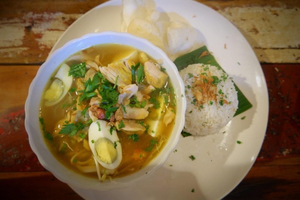 Soto Ayam (indonesische Hühnersuppe)