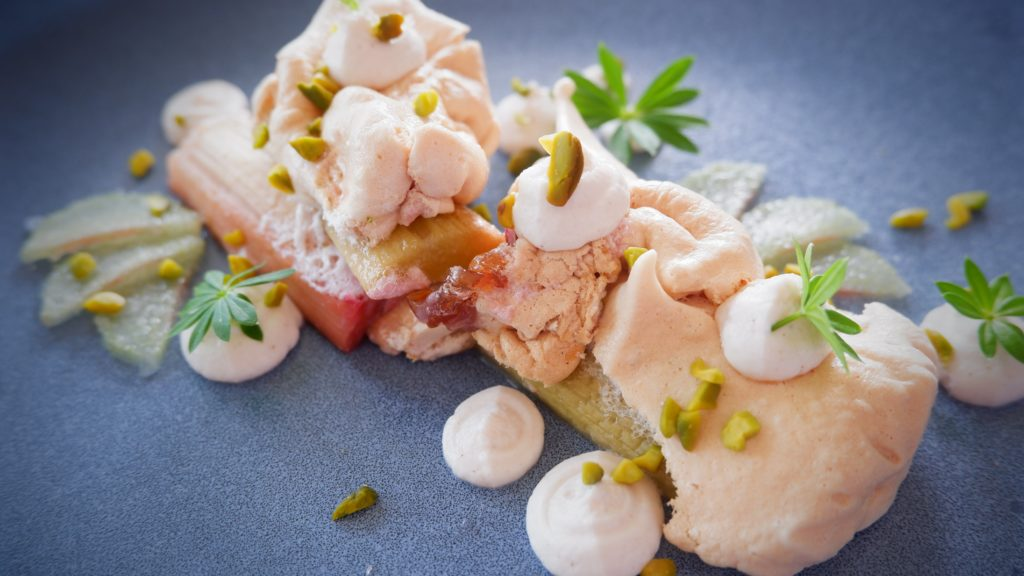 Rhubarb cooked in the baiser with mascarpone and pistachio